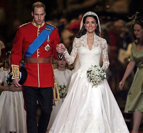 Fashion Star: Kate Middleton Wedding Dress in Exhibition