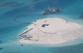 Ảnh vệ tinh cho thấy Trung Quốc tiến hành các hoạt động lấp biển lấy đất tại những đảo nhỏ mà Bắc Kinh chiếm đóng ở quần đảo Trường Sa, nơi Bắc Kinh có tranh chấp chủ quyền với Việt Nam, Philippines, Malaysia, Brunei và Đài Loan.