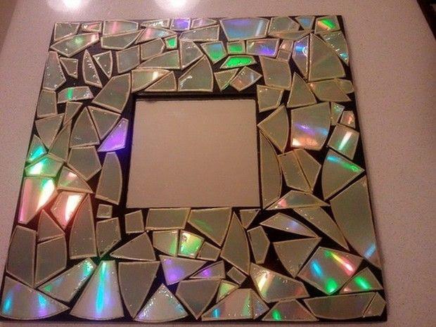 Moldura com mosaico de CDs