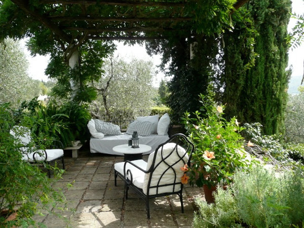 Summer Decor: Outdoor Lounge Ideas | InteriorHolic.