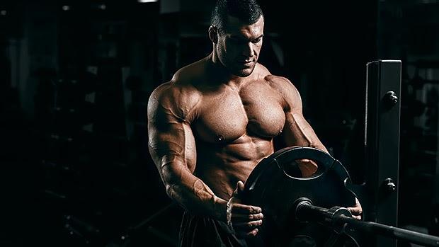 Bodybuilder Pecs, Powerlifter Bench Pre