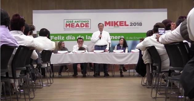José Antonio Meade festeja en CDMX a enfermeras en su día