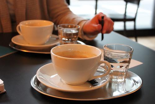 Milchkaffe im Restaurant Viadukt Zürich