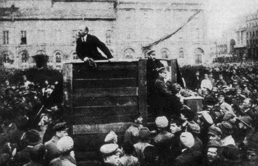 Lenin, en un mitin en la Plaza Roja de Moscú, en 1918.