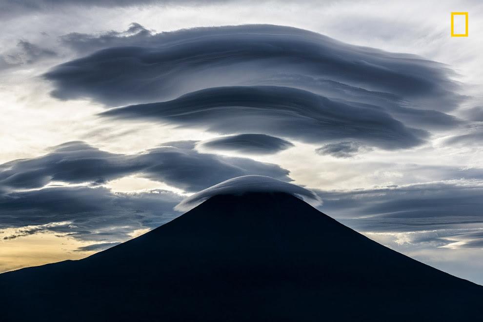 Красивые облака над горой Фудзи