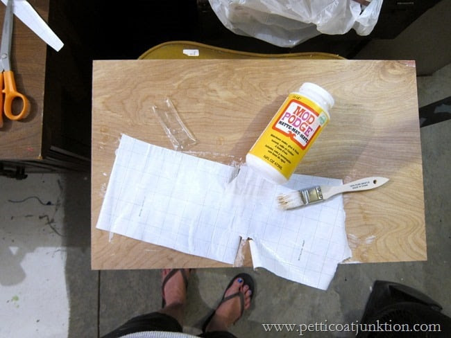 Applying Mod Podge for decoupage Petticoat Junktion