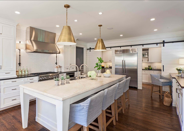 White Kitchen. Transitional Kitchen with white cabinets and white kitchen island. #Kitchen #WhiteKitchen #transitionalKitchen