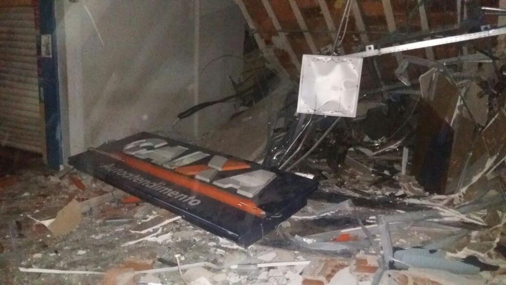 Terminal da Caixa Econômica Federal ficou destruído (Foto: Divulgação/PM)