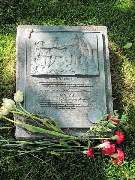File:Elbe Day Memorial Arlington.jpg