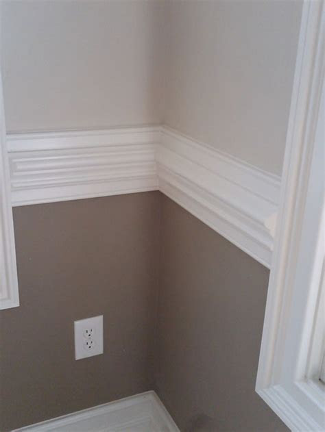 tone wall  white contrasting chair rail