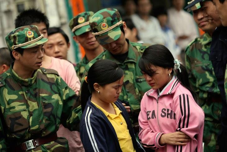 Οι αρχές της Κίνας διερευνούν κατά πόσον εκατοντάδες παιδιά, τα περισσότερα ηλικίας μεταξύ 9 και 16, πωλήθηκαν τα τελευταία πέντε χρόνια σε εργοστάσια της νότιας επαρχίας του Γκουανγκντόνγκ, για να εργαστούν ως εργάτες 'σκλάβοι'.