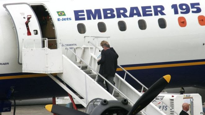 File picture of Embraer 195