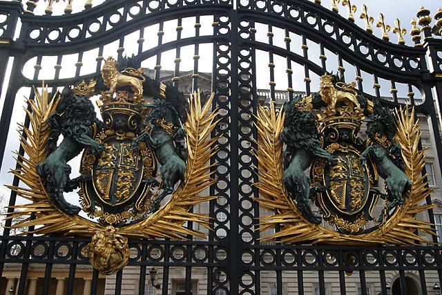 buckingham-palace-gate