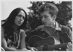 Public Domain: Bob Dylan and Joan Baez at 1963 March on Washington by USIA (NARA)