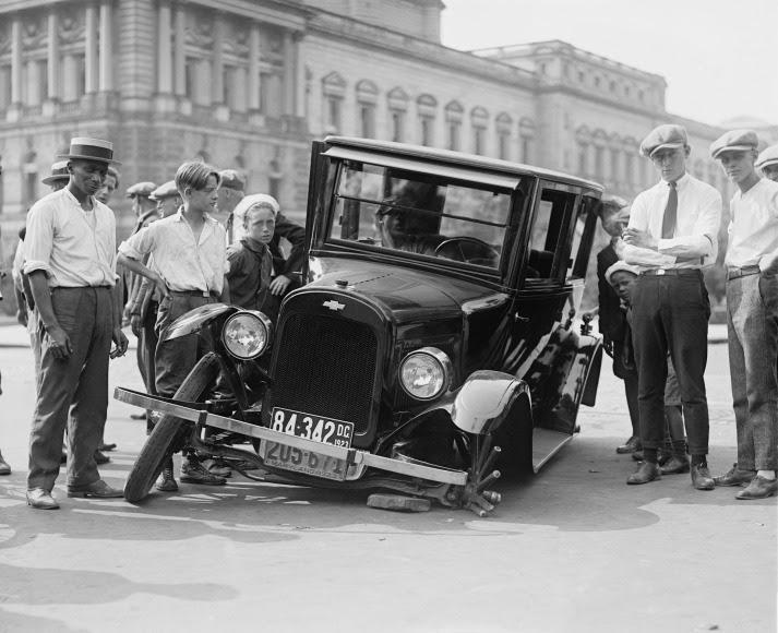 Car wreck, ca 1920. Public domain photo.