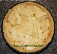 Appel-kruimeltaart met hazelnoten