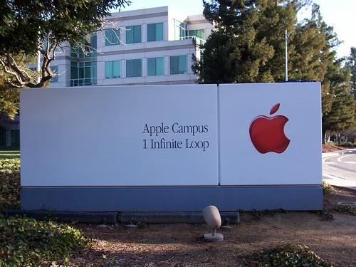 100_0852 Apple