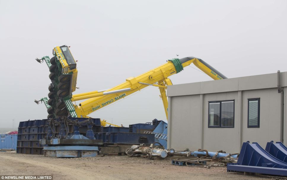 It was thought that the crane had been used by subsea engineering firm Aquatic to load equipment on to a low loader