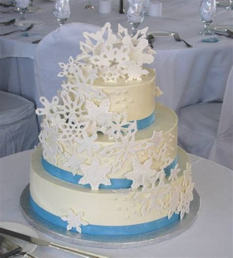Winter Wedding Cake Ideas   WeddingElation