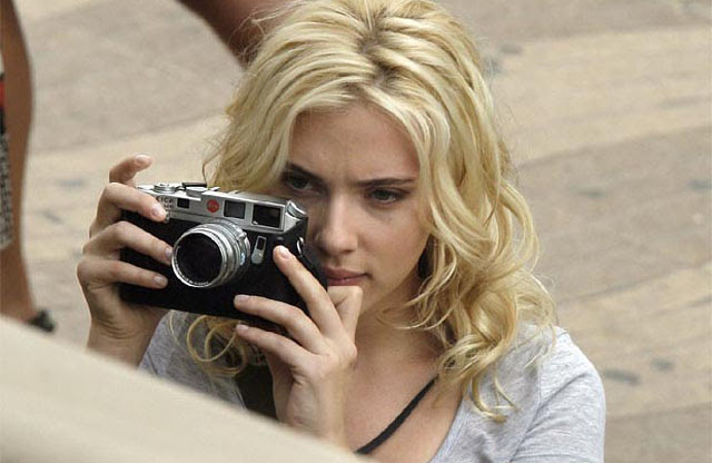 Scarlett Johansson using her Leica M6