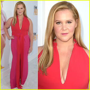 Amy Schumer Goes Pretty in Pink for 'I Feel Pretty' Premiere