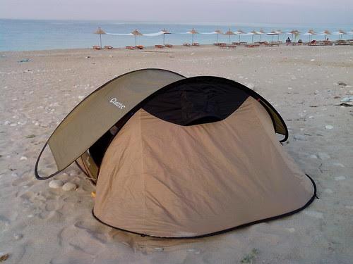 In tenda alla spiaggia di Dhermi by Ylbert Durishti
