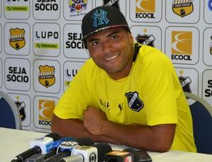 Lúcio Flávio, atacante do ABC (Foto: Jocaff Souza)