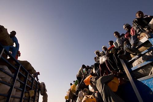 Camion carico di migranti nel deserto del Niger, foto di Nygus