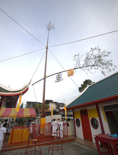 Go Teng pole at Kathu Shrine