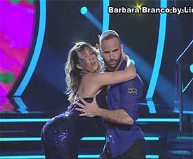 Barbara Branco sensual no Dança com as Estrelas