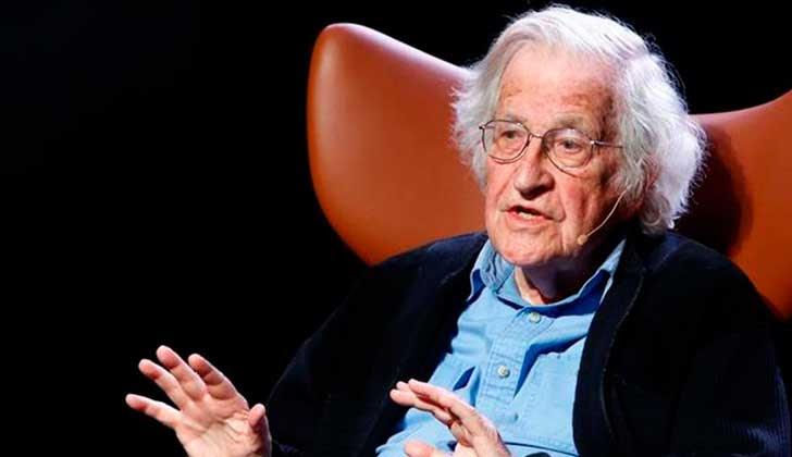 Chomsky alerta sobre las tres grandes amenazas a las que se enfrenta la sociedad actual.