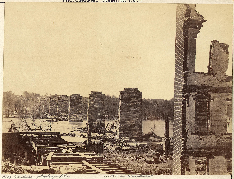 http://upload.wikimedia.org/wikipedia/commons/f/f2/Virginia,_Richmond_and_Petersburg_Railroad_Bridge,_across_the_James,_Ruins_of._-_NARA_-_533361.jpg
