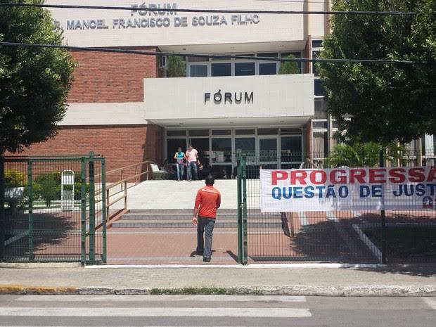 Fórum em Petrolina (Foto: Luana Bernardes/TV Grande Rio)