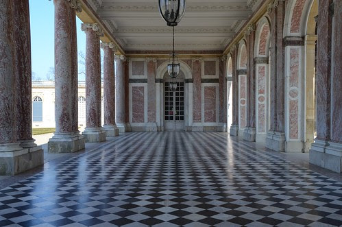 Grande Trianon covered passage between wings