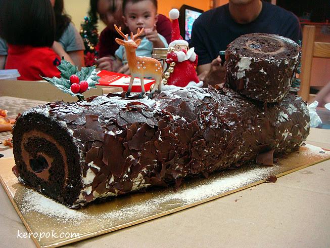 Marriott Hotel Singapore Log Cake