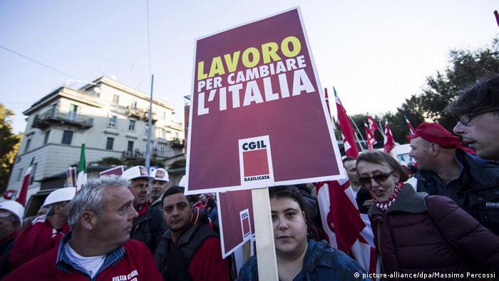 Italien Rom Massen-Demonstration gegen Reformpläne der Regierung (picture-alliance/dpa/Massimo Percossi)