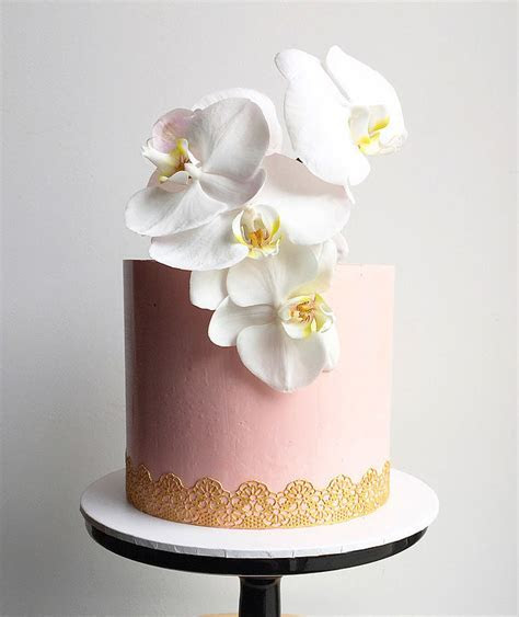 A layer of love: single tier wedding cake   Easy Weddings