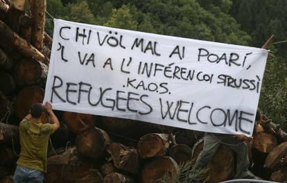 Profughi a Collio, tensioni tra sinistra e polizia