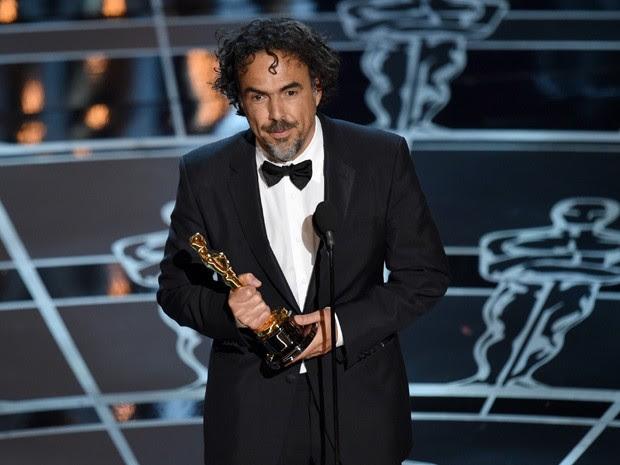 """Alejandro González Iñárritu ganha o Oscar de melhor diretor por """"Birdman"""" (Foto: John Shearer/Invision/AP)"""