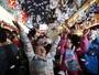 Crianças celebram a chegada do Natal em shopping em Hong Kong