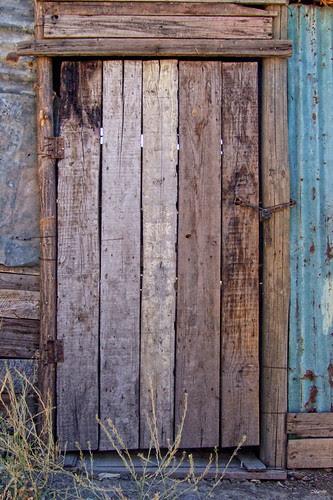 Las puertas dejan sus huellas en la vida by Alejandro Bonilla