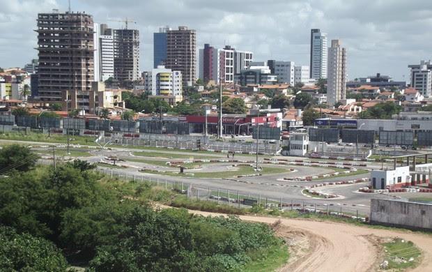 Antigo kartodromo vai dar lugar a estacionamento da Arena das Dunas (Foto: Matheus Magalhães)