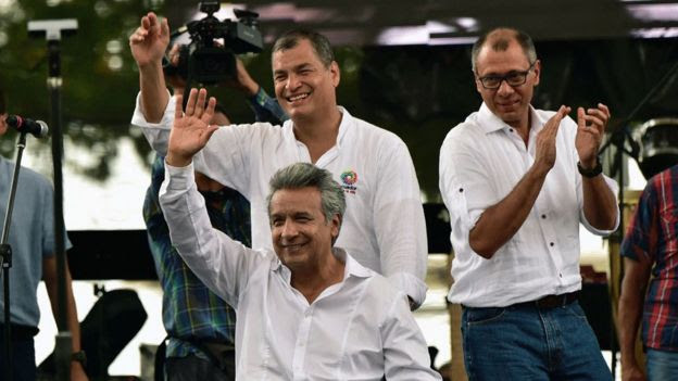 El candidato oficialista Lenín Moreno junto al mandatario Rafael Correa, con quien ganó las elecciones en 2007.