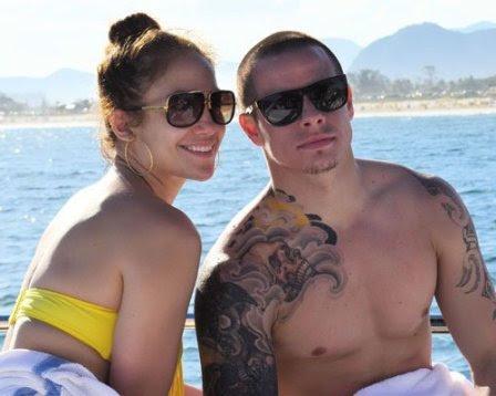 Mối tình 'máy bay – bà già' giữa Jennifer Lopez và Casper Smart đã kéo dài 7 tháng.