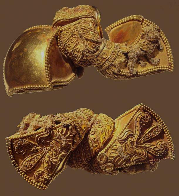 Royal earrings from India, 1st Century BC