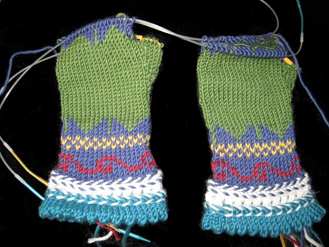 3/4 finished mitts ( fingerless)