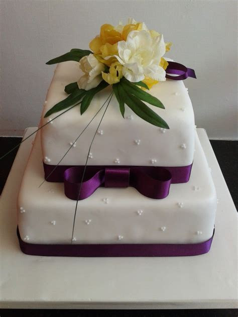 Simple 2 Tier Wedding Cakes   Simple Two Tier Wedding Cake