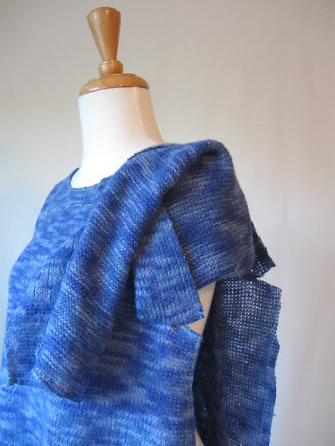 NL6150 sweater t-shirt, sleeve construction