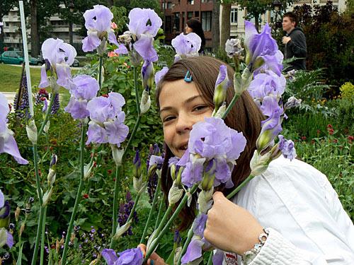 zoé et les fleurs 3.jpg