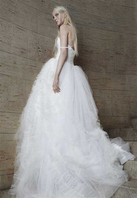 One Of The Best Vera Wang Wedding Dresses Collection